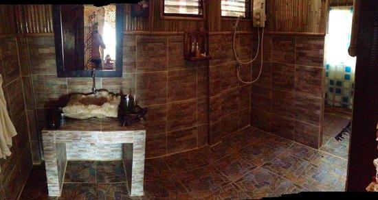 Viking Natures Resort : salle de bain super D1