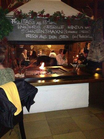 Jagdhütte: Cozy open fire place