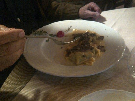 La Taverna di Vagliagli: ravioli al tartufo