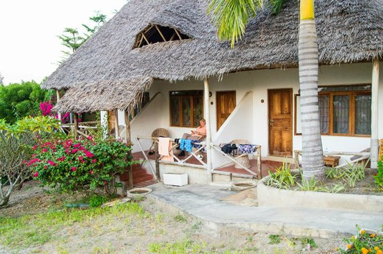 Bomani Beach Bungalows : Our bungalow
