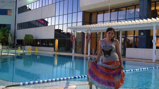 Crowne Plaza Dubai-Deira: бассейн на крыше