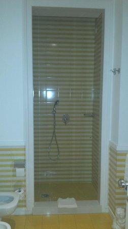 Palazzo Jannuzzi Relais: Funky shower