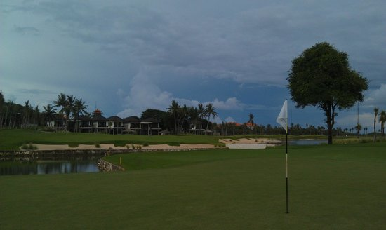Bali National Golf Club: 18th Green approach over water