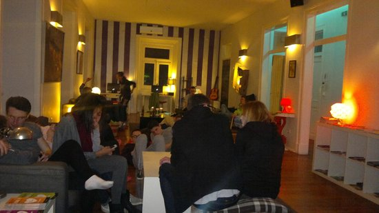 Equity Point Lisboa Hostel: Reception/Bar Area