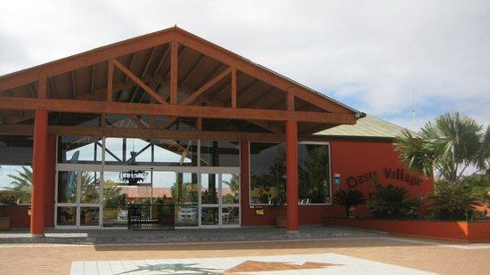 Oasis Village : l'entrée de l'Hôtel