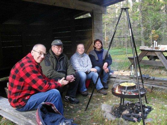 السويد: Svampmatlagning hos Huskyfarm i Sunnemo.