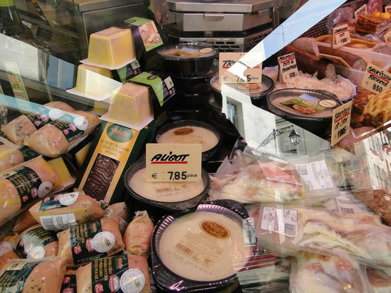 Flavors of Paris Walking Tours: Wonderful food in the market
