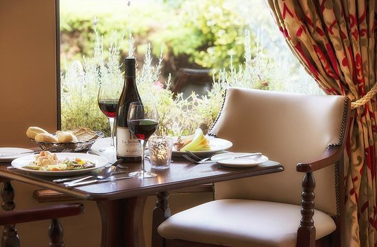 Oranmore Lodge Hotel: Dining in the Bar