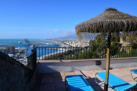 Parador de Malaga Gibralfaro : The pool