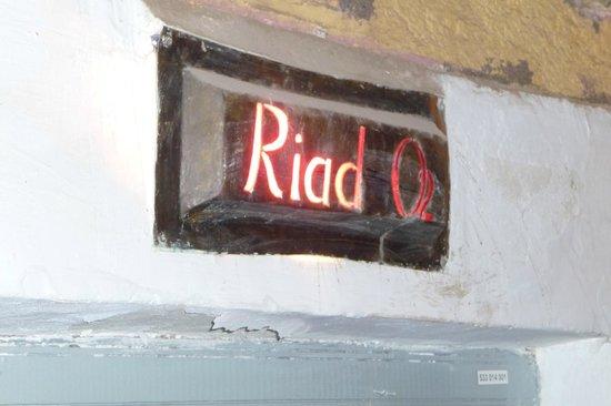 Riad O2 : Eingangsschild
