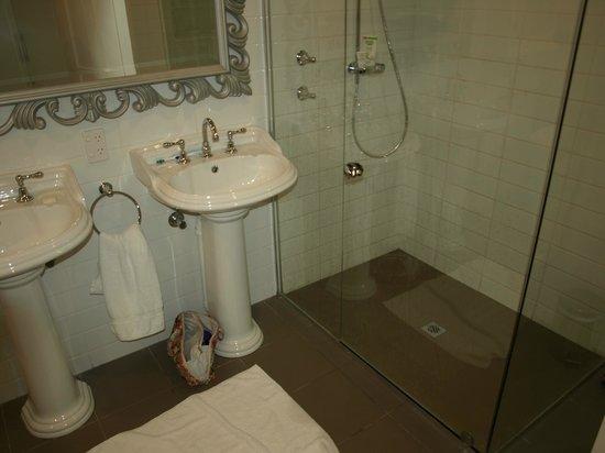 Grand Mercure Basildene Manor: Bathroom