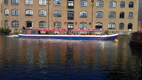 Walker's Quay Canal Cruises: Jenny Wren at the London Canal Museum celebrating Olympic torch run