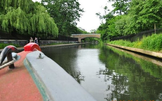 Walker's Quay Canal Cruises: Cruising along the Regents Canal