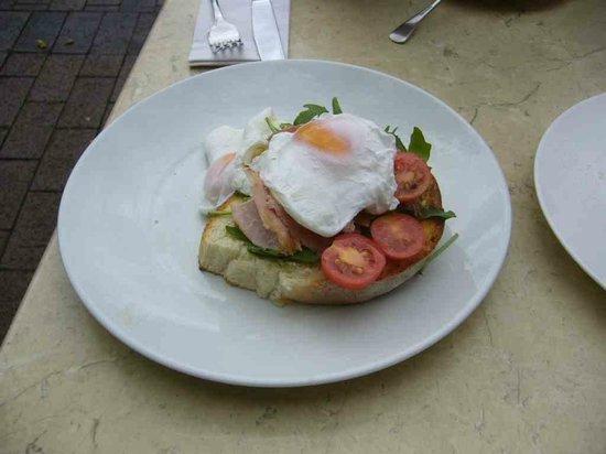 Cafe Madeleine: Delicious toast