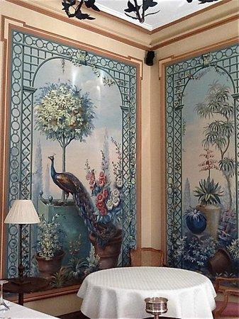 Le Clos - Relais et Châteaux : Lovely dining room at Le Clos