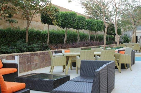Ramada Resort Dead Sea: территория отеля