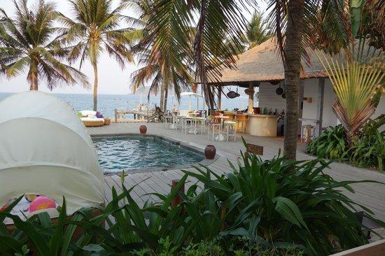 "Evason Ana Mandara Nha Trang: pool bar "" into fizz"""