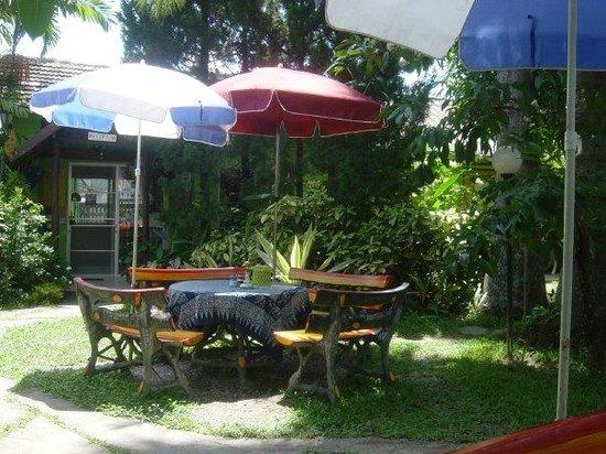 Baan Bua Guesthouse: Baan Bua Garden for breakfast