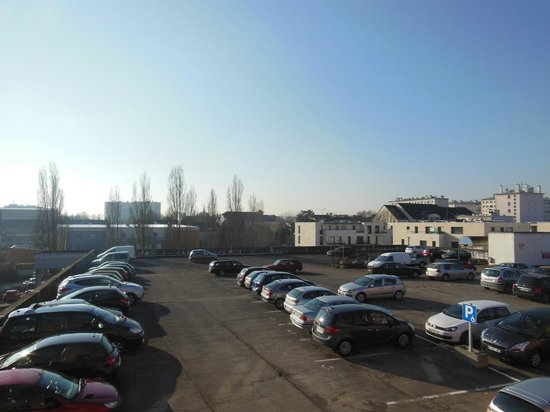 Ibis Budget Troyes Centre : View of car park from our room