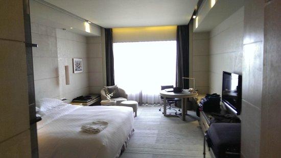 Hotel Nikko Saigon: room