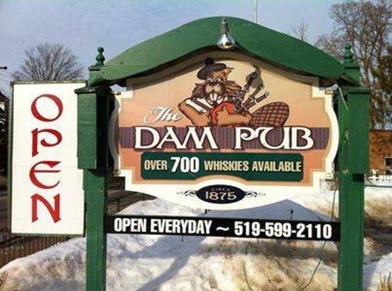 The Dam Pub Gastropub: Over 700 whiskies folks!