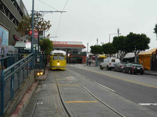 Holiday Inn San Francisco Fishermans Wharf: Tram stop across the road