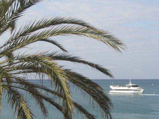 Hotel Caprici: Zdjęcie przybliżone z balkonu na statek wycieczkowy