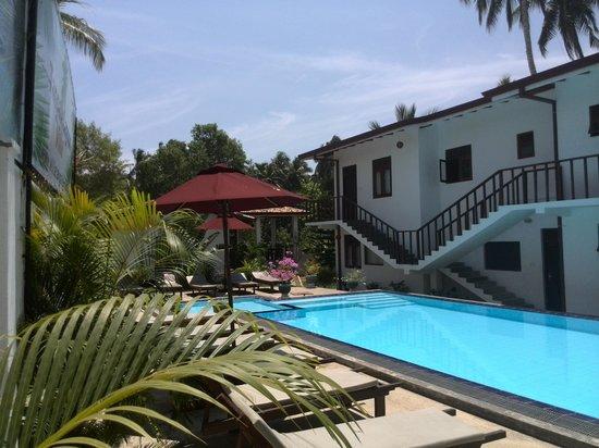 فيلا تانجال لاجون: pool view