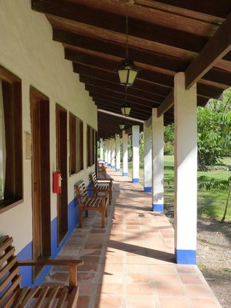 Hotel Villa Lapas: The covered walkway