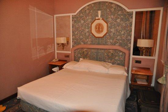 Mecenate Palace : Кровать в номере