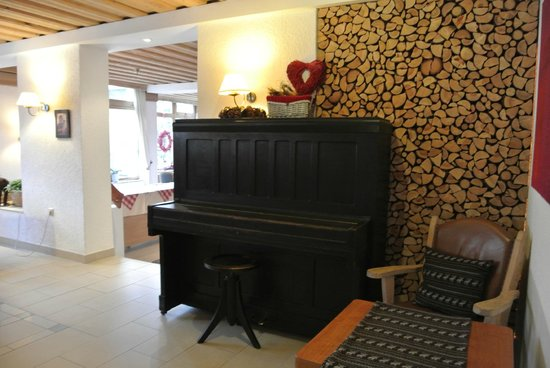 Alpine Well&Fit Hotel Eagles-Astoria Innsbruck-Igls : The Old Tyrolean Piano