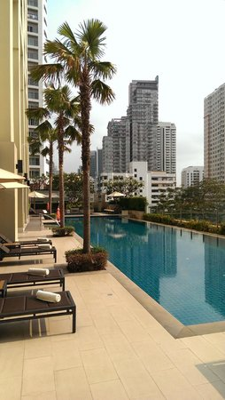 Sukhumvit Park, Bangkok - Marriott Executive Apartments: pool with a view