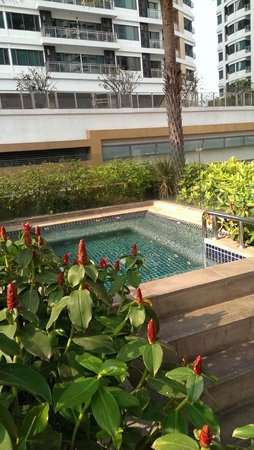 Sukhumvit Park, Bangkok - Marriott Executive Apartments: outdoor spa pool