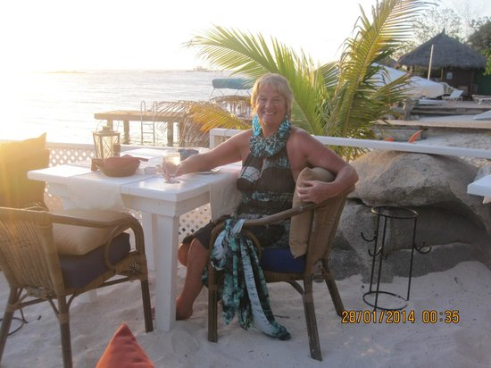 Coral Reef Beach Villa and Apartments : Dining at the Fishbone Restaurant