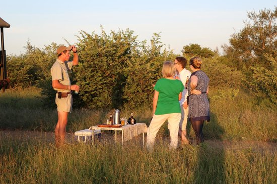 Lukimbi Safari Lodge: Sundowner mit Steff