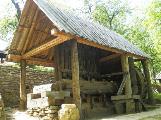 Village Museum (Muzeul Satului): Equipment for crushing gold ore