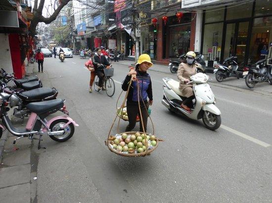 Spring Flower Hotel Hanoi : The bustling Old Town of Hanoi