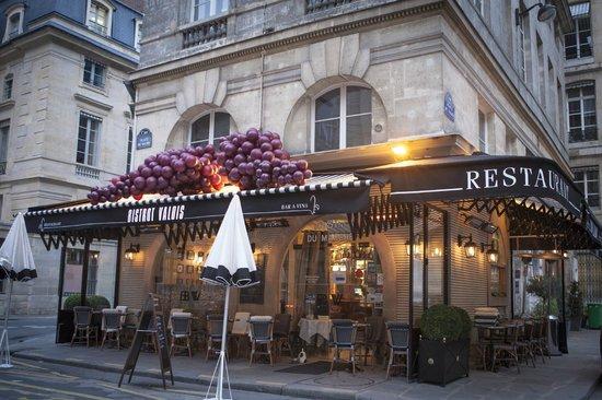 the 10 best restaurants near grand hotel du palais royal tripadvisor. Black Bedroom Furniture Sets. Home Design Ideas