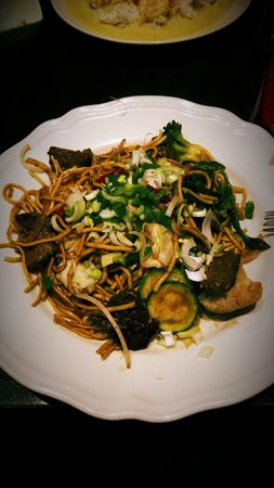 Spicy Basil: Noodles with veal & veggies
