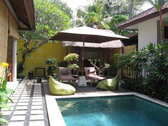Kembali Lagi Guest House: bord de piscine