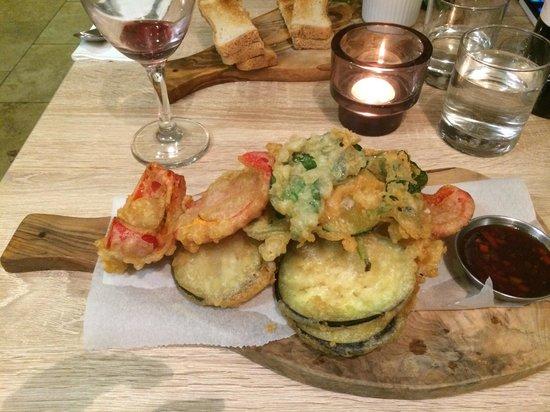 Fogg's of Ventnor: Tempura vegetables - this is a starter portion!