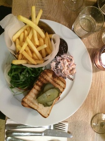 Fogg's of Ventnor: Burger and fries (gluten free bread) with the very tasty winter coleslaw