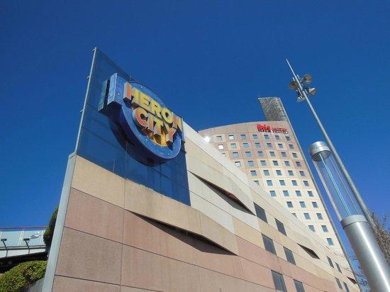 Ibis Barcelona Meridiana : Exterior view of hotel