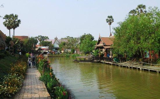 Ayothaya Floating Market & Elephant Village : Ayothaya Floating Market