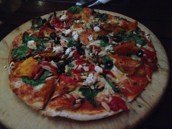 Winnies: Vegetarian pizza - mucha something?!...