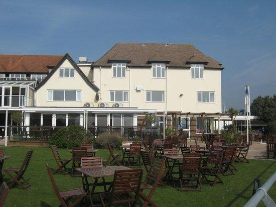 Salterns Harbourside Hotel: Hotel grounds