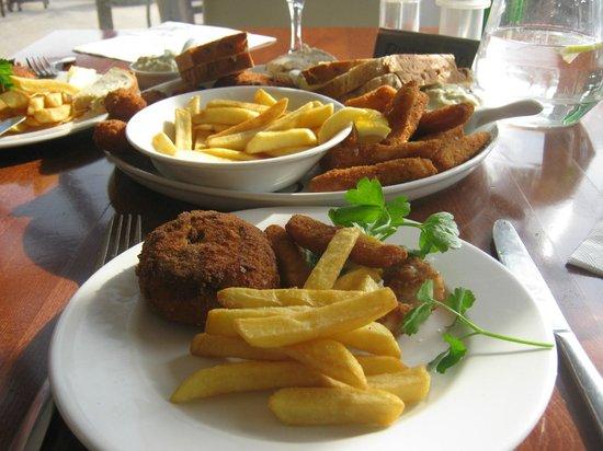 Salterns Harbourside Hotel : Sea food platter for two