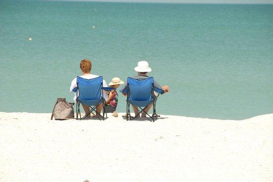 Belleair Beach Resort : Relaxing on the beach