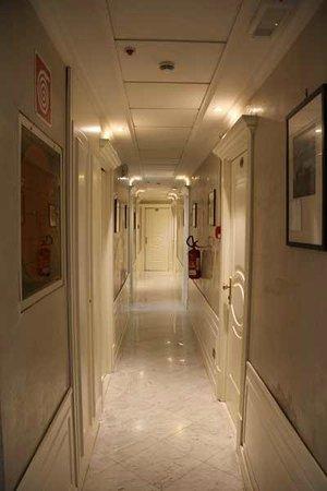 Hotel Virgilio: Коридор