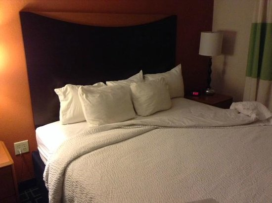 Fairfield Inn & Suites Anniston Oxford: Room/Bed